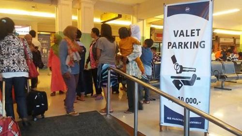 Sulit Parkir di Bandara A Yani, Pakai Saja Parkir Valet