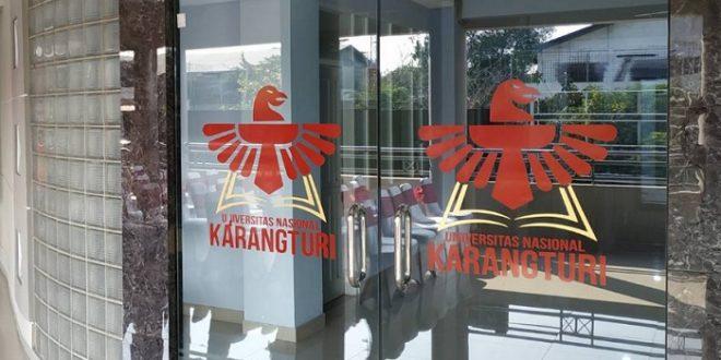 101 Mahasiswa Baru Universitas Nasional Karangturi