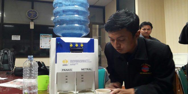 KEREN! Lulusan Teknik Elektro Ini Buat Dispenser Khusus Tuna Netra