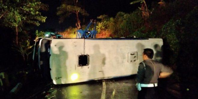 Bus Rombongan Pramuka SMAN 3 Kota Semarang Terguling di Gondang Limbangan Kendal Jateng