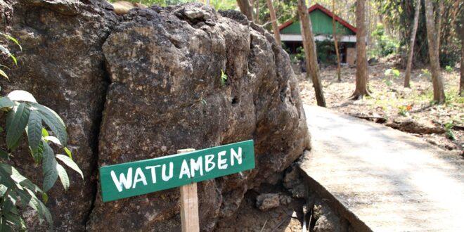 Naik Gunung Mundri Blora Jangan Lupa Mampir di Watu Amben Waru